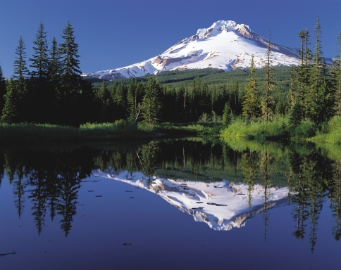 Mount_Hood_reflected_in_Mirror_Lake,_Oregon.jpg